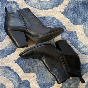 DOLCE VITA Black Leather Ankle Booties Sz 8